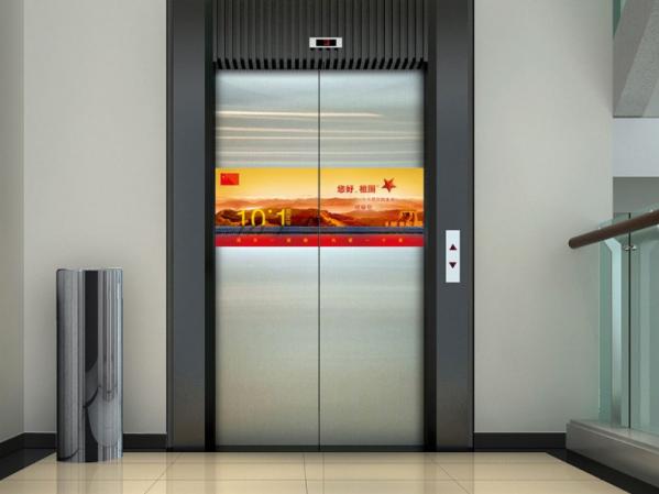 电梯门贴广告与电梯框架广告哪种更好?